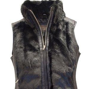 ultrachicfashion.com Jackets & Coats - Fur Vest w/ Leather